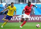 "Zagueiro suíço lamenta passe errado que gerou gol sueco: ""Vieram rápido"" - Alexander Hassenstein/Getty Images"