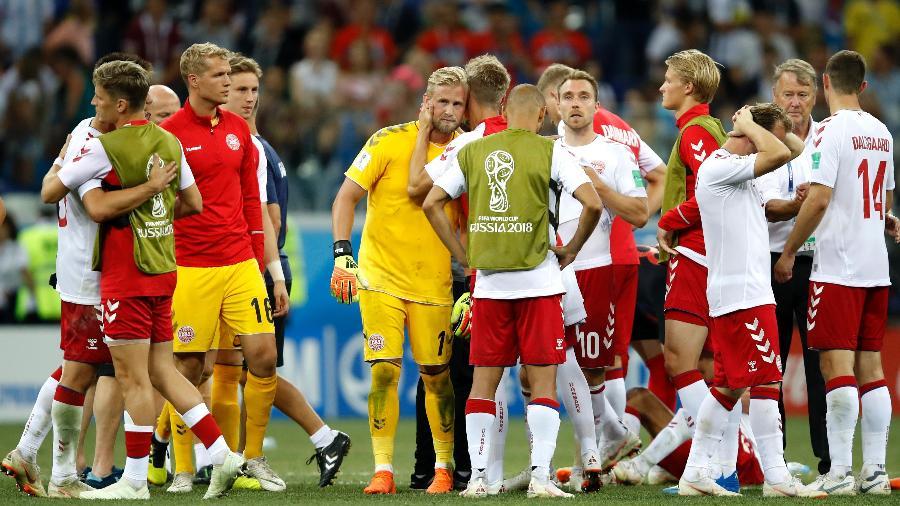 Jogadores da Dinamarca se cumprimentam após eliminação para a Croácia na Copa - Julian Finney/Getty Images