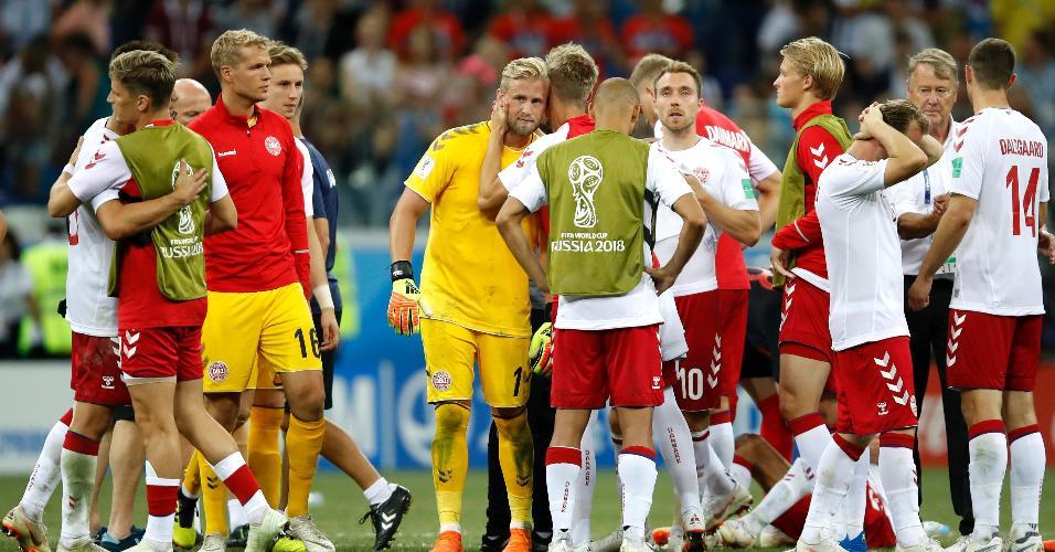 Jogadores da Dinamarca se cumprimentam após eliminação para a Croácia