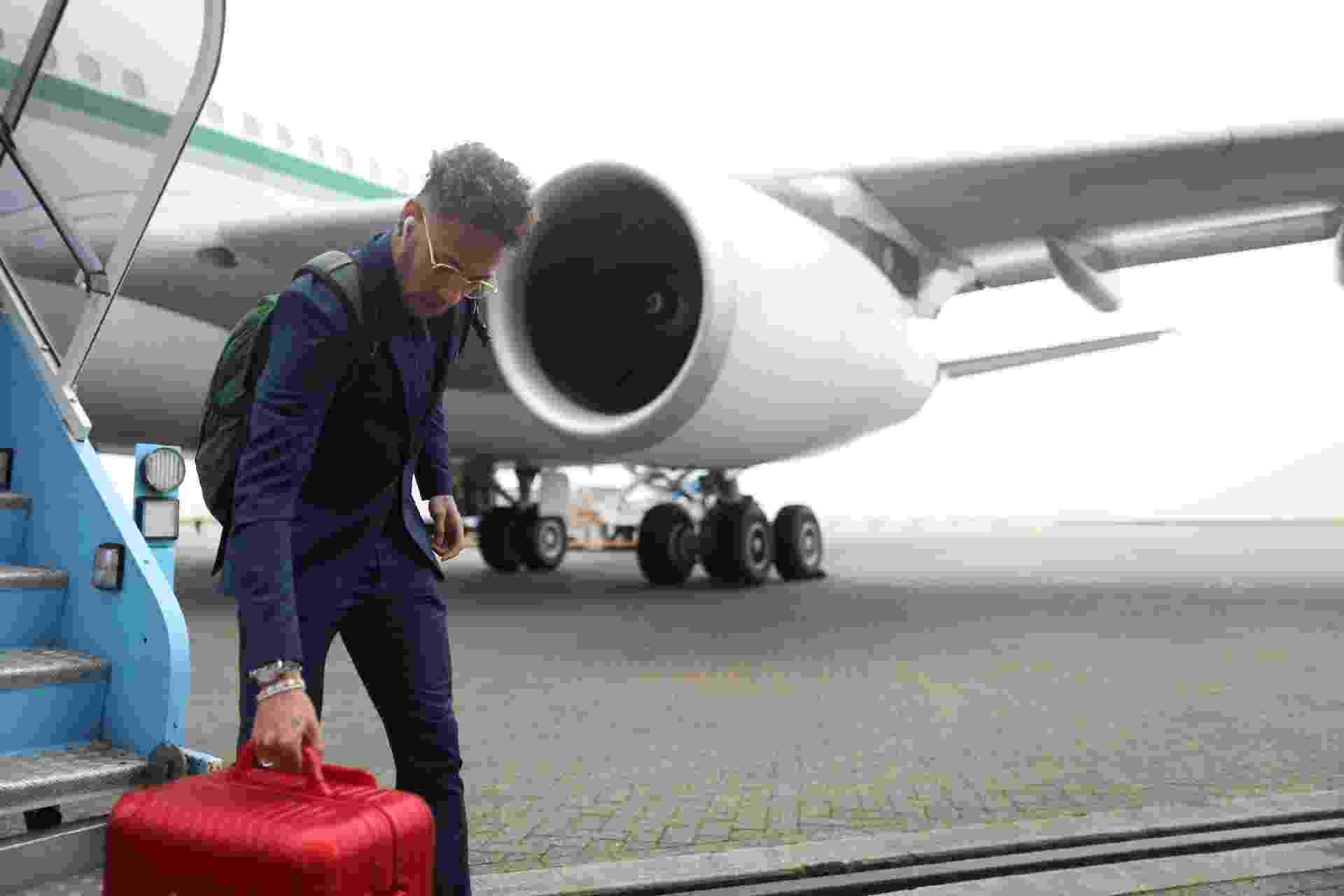 Neymar desembarca em Londres com a seleção brasileira - Lucas Figueiredo/CBF