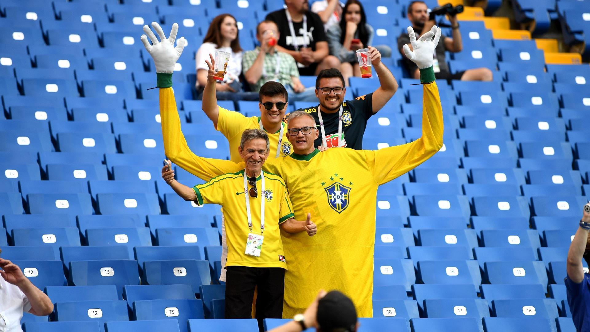 Na estreia do Brasil, todos estão 'abraçados' com as cores verde e amarelo