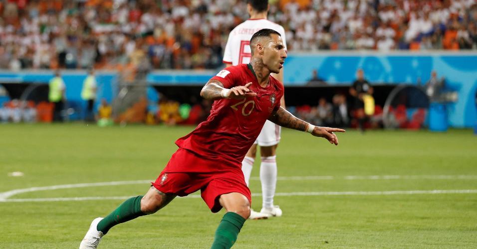 Ricardo Quaresma celebra gol de Portugal contra o Irã