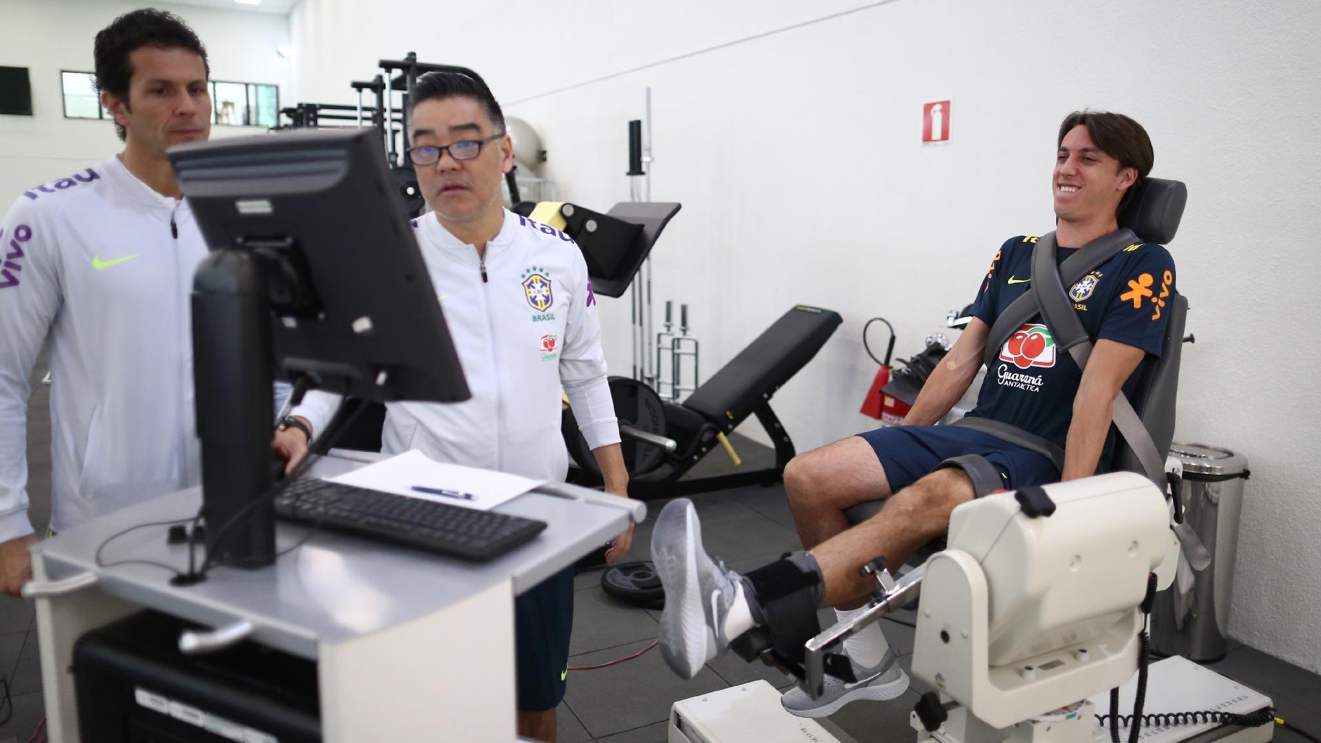 Pedro Geromel passa por teste físico na Granja Comary
