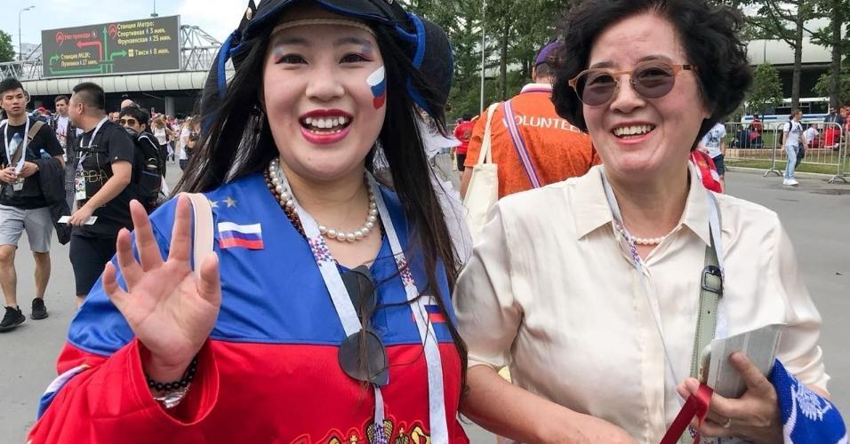Torcedoras com uniforme da Rússia chegam ao estádio para duelo contra a Espanha