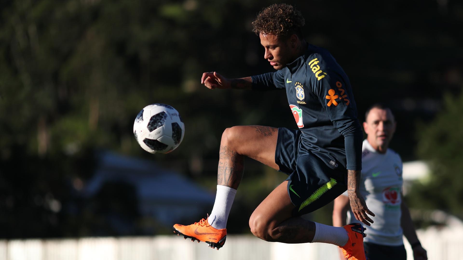 Neymar faz primeiro treino com bola desde a cirurgia no pé direito
