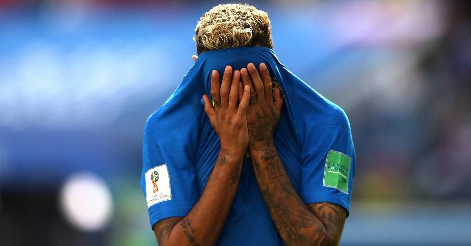 Neymar lamenta chance perdida
