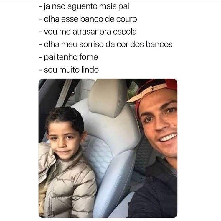 Cristiano Ronaldo com seu filho no carro