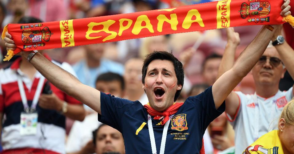 Torcedor espanhol no estádio em Lujniki antes do duelo contra a Rússia
