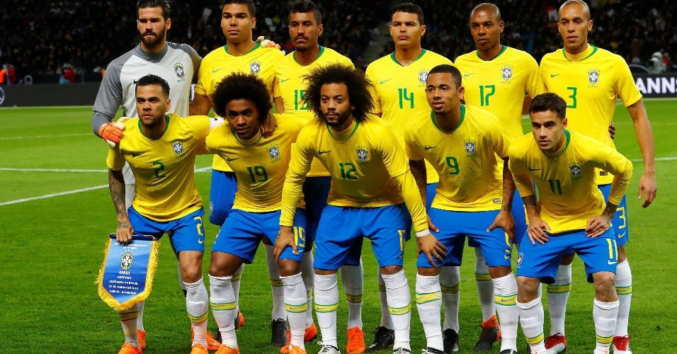Seleção brasileira posa para foto antes de jogo com a Alemanha