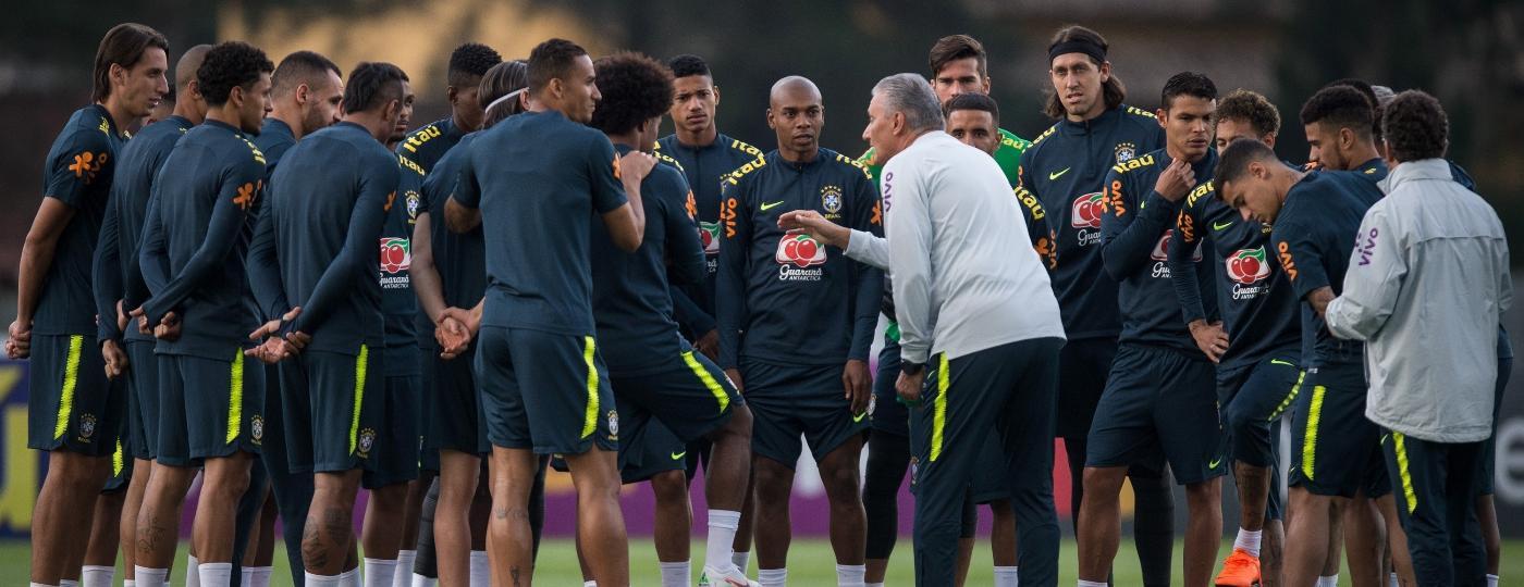 Tite orienta jogadores durante o treino aberto da seleção brasileira - Pedro Martins / MoWA Press