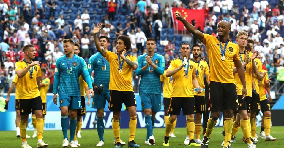 Time da Bélgica comemora terceira posição na Copa da Rússia. Belgas venceram a Inglaterra neste sábado
