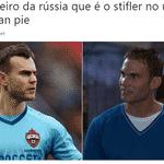 A batida de Suárez foi no canto de Akinfeev, mas o chute foi tão forte que o goleiro russo não conseguiu pegar - Reprodução/Twitter