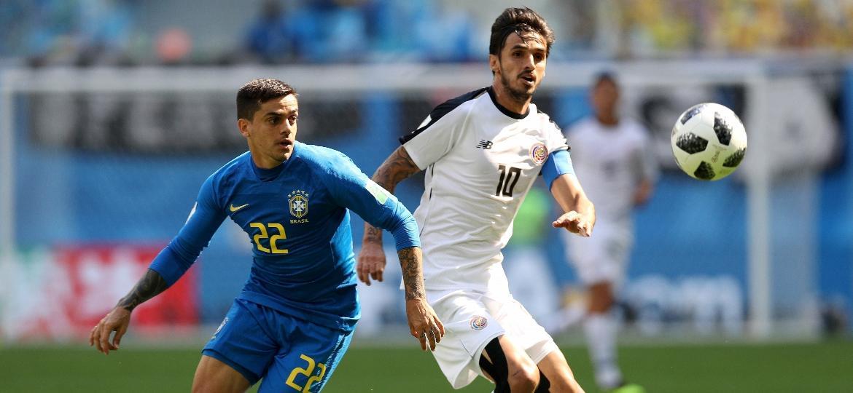 9642ecfdd65ea Fagner cria chances de gol em estreia na Copa e vai melhor que Marcelo