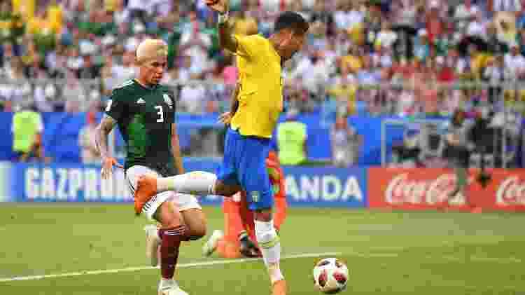 Firmino aparece livre para marcar o segundo gol do Brasil na partida contra o México - Getty Images - Getty Images