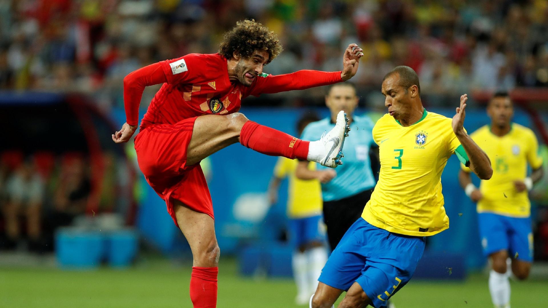 Miranda bloqueia chute de Marouane Fellaini em Brasil x Bélgica