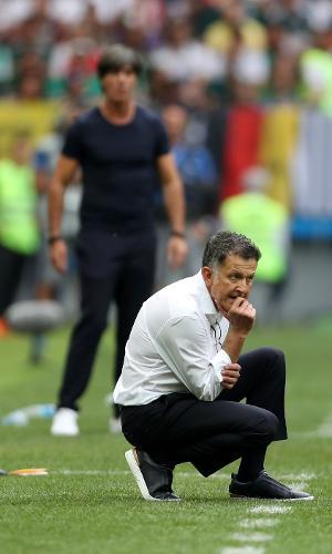 Juan Carlos Osorio, técnico do México, observa duelo contra Alemanha