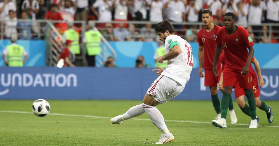 Karim Ansarifard marca para o Irã de pênalti contra Portugal