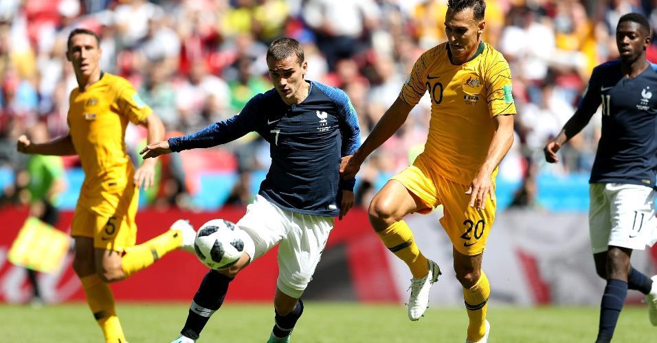 Griezmann sofre marcação de Trent Sainsbury. Austrália não deu espaço para a França na primeira etapa
