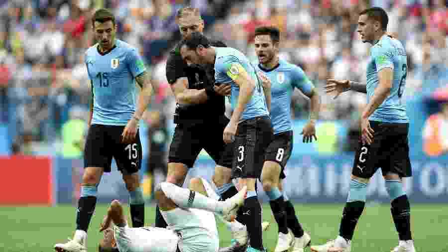 Copa do Mundo 2018  Jogadores de Uruguai e França se desentendem e ... 2a2e01d88fe3a