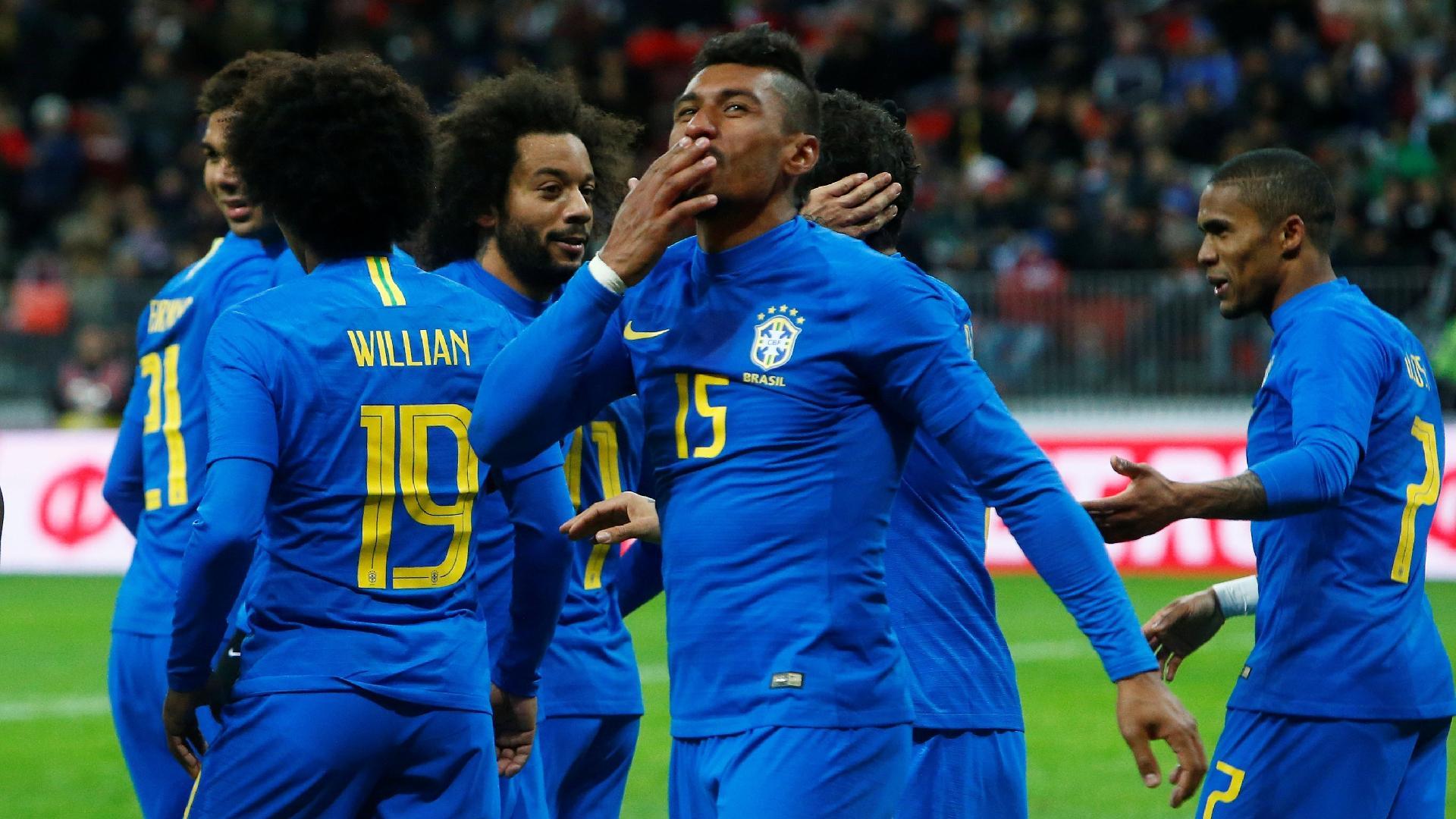 Paulinho comemora gol marcado para o Brasil contra a Rússia