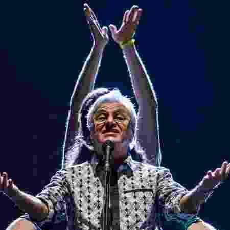 21.jun.2015 - Encerrando a Virada Cultural, Caetano Veloso atrai grande público para o palco Julio Prestes, na região central de São Paulo. - Carla Carniel/Frame/Estadão Conteúdo - Carla Carniel/Frame/Estadão Conteúdo