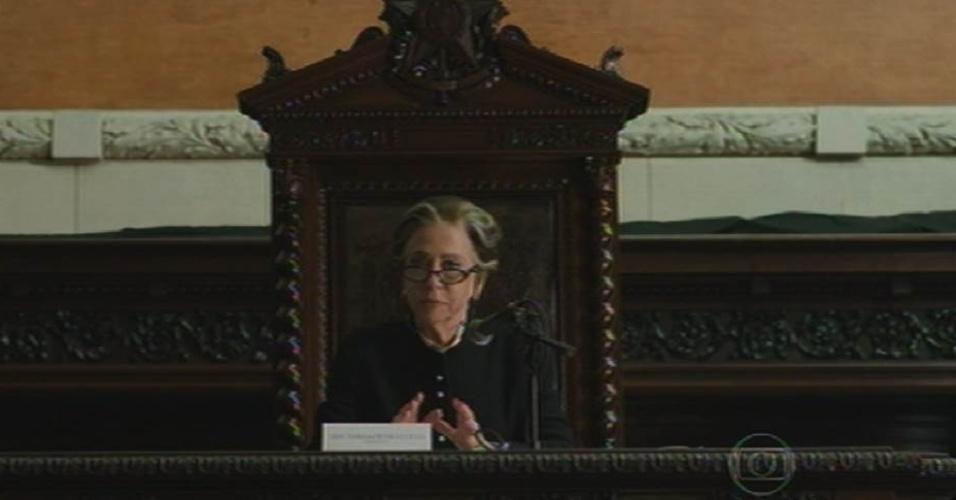 28.ago.2015 - Eleita deputada, Teresa (Fernanda Montenegro) preside CPI que apura desvio de verbas na área da educação