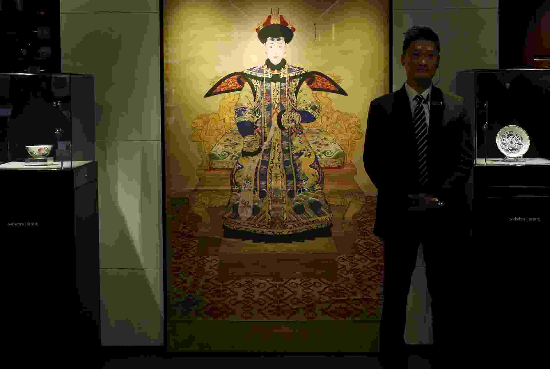 1º.set.2015 - Pintura imperial de Chunhui, consorte preferida do imperador durante a dinastia Qing, de autoria de Giuseppe Castiglione, que foi vendida por US$ 17 milhões em leilão - Bobby Yip/Reuters