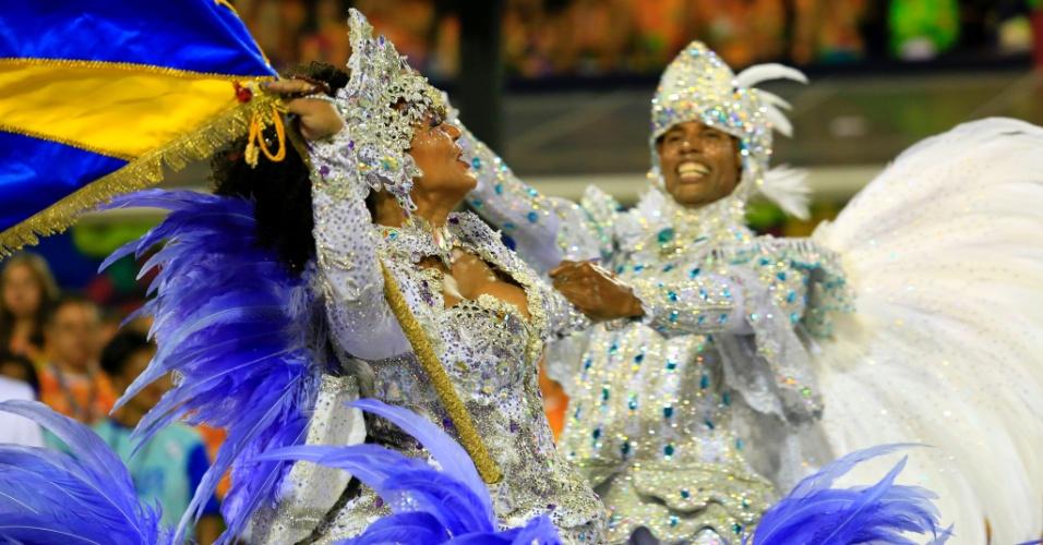 8.fev.2016 - Casal de mestre-sala e porta-bandeira Unidos da Tijuca se apresenta no desfile que falou sobre agricultura