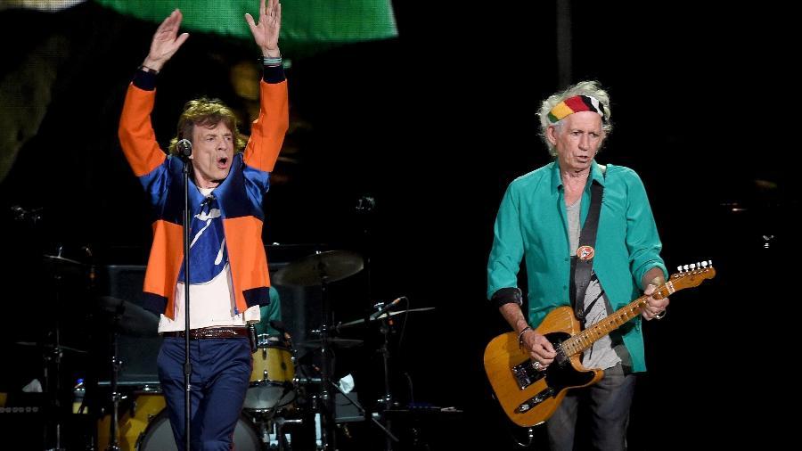 Mick Jagger e Keith Richards se apresentam com os Rolling Stones no festival Desert Trip, em Indio, na Califórnia - Kevin Winter /Getty Images