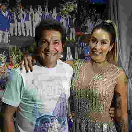 Daniel posa com Dani Bolina, rainha de bateria da escola Unidos de Vila Maria - Divulgação