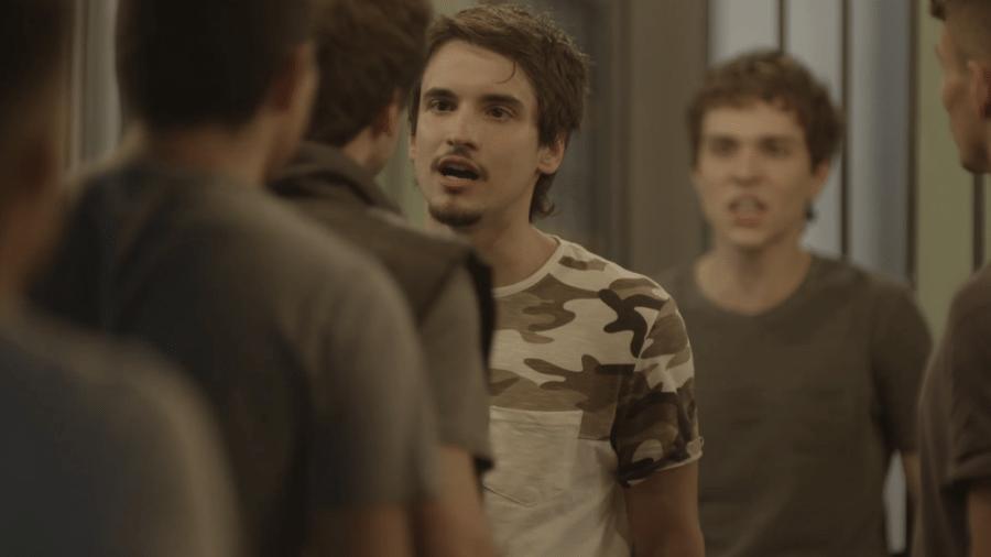 Felipe tenta defender Gabriel de Rafa e seus comparsas - Reprodução/Gshow