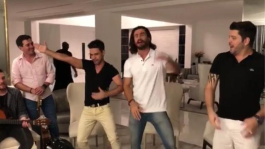 Zezé Di Camargo dança com Mariano e amigos - Reprodução/Instagram