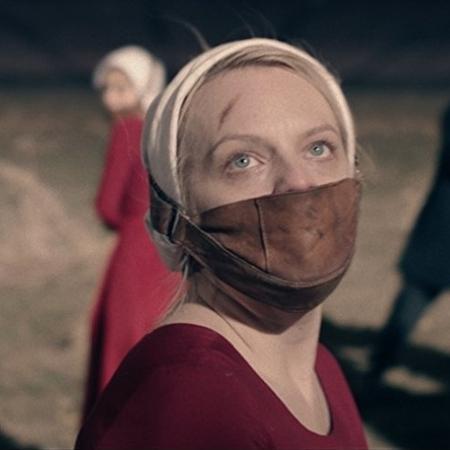 """Elizabeth Moss em cena de """"The Handmaid""""s Tale"""" - Divulgação"""