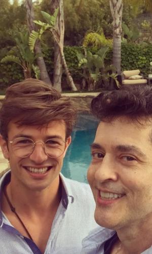 """O novelista Tiago Santiago, autor de """"Os Mutantes"""", na Record, declarou-se para o namorado, o modelo Davi Stepurski. """"Todo dia é feliz ao seu lado, meu amor"""", escreveu o dramaturgo, que já foi casado com a atriz Lygia Fagundes, com quem tem um filho"""