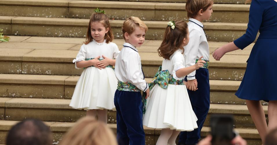 A princesa Charlotte e o príncipe George entre os pajens do casamento