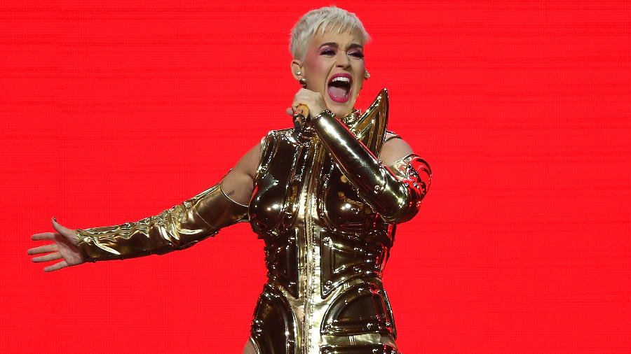 Katy Perry ostenta cabelo curtinho durante show - Getty Images
