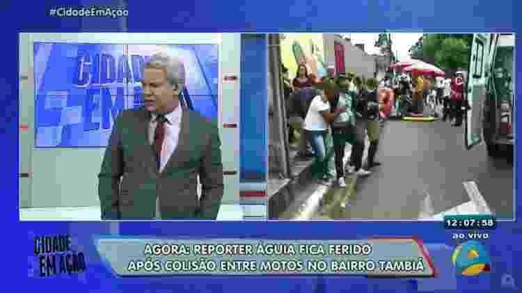 Sikêra Jr. se recusa a mostrar o diretor, José Valdez, passando mal após ver o repórter Águia acidentado - Reprodução/TV Arapuan - Reprodução/TV Arapuan