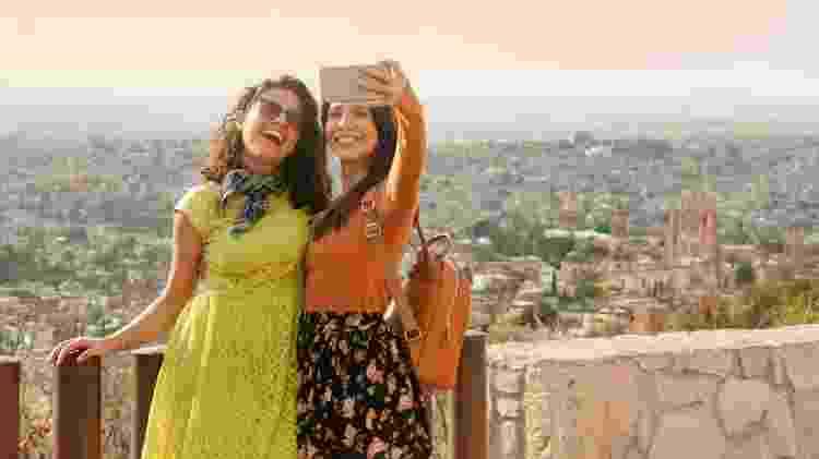 Pode ser bem fácil fazer amizades durante uma viagem - DarioGaona/Getty Images/iStockphoto