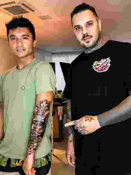 Nakagima e o tatuador Diego - Reprodução/Instagram