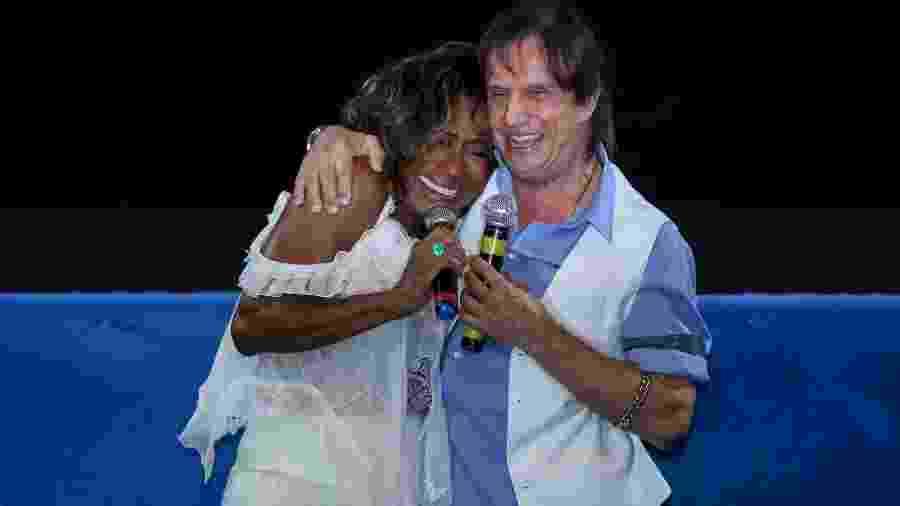 Gloria Maria e Roberto Carlos na sessão especial em 3D do show do cantor em Jerusalém no Cine Odeon, no Rio - Roberto Filho/ Brazil News