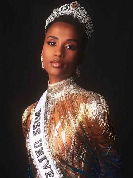 """Zozibini Tunzi, 26, conquistou a coroa de Miss Universo neste domingo (11). No palco do evento, ela falou sobre o racismo que mulheres negras sofrem: """"Hoje, uma mulher como eu é a mais bonita do mundo"""" - Reproduição/Instagram"""