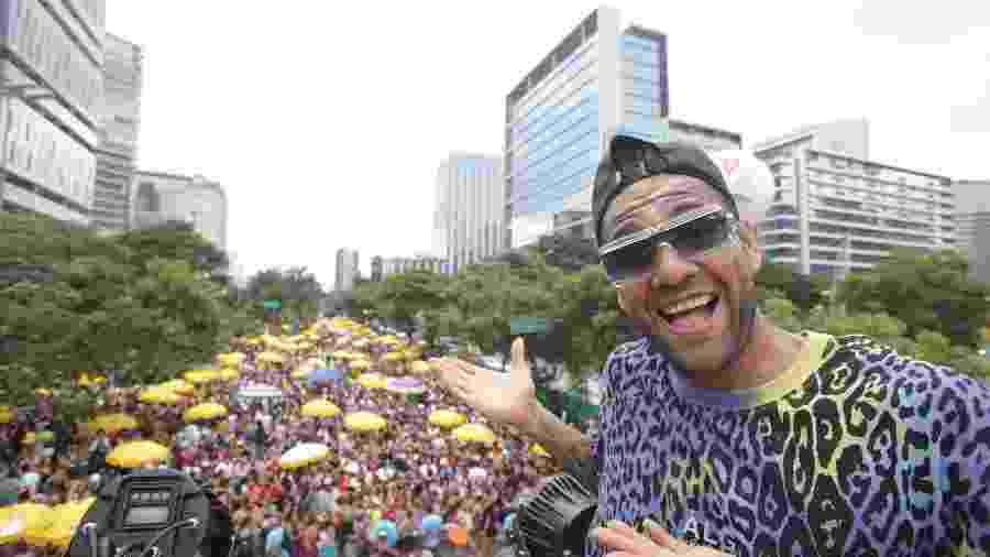 O jogador do São Paulo, Daniel Alves, no bloco Good Crazy - BRUNO ROCHA/FOTOARENA/ESTADÃO CONTEÚDO