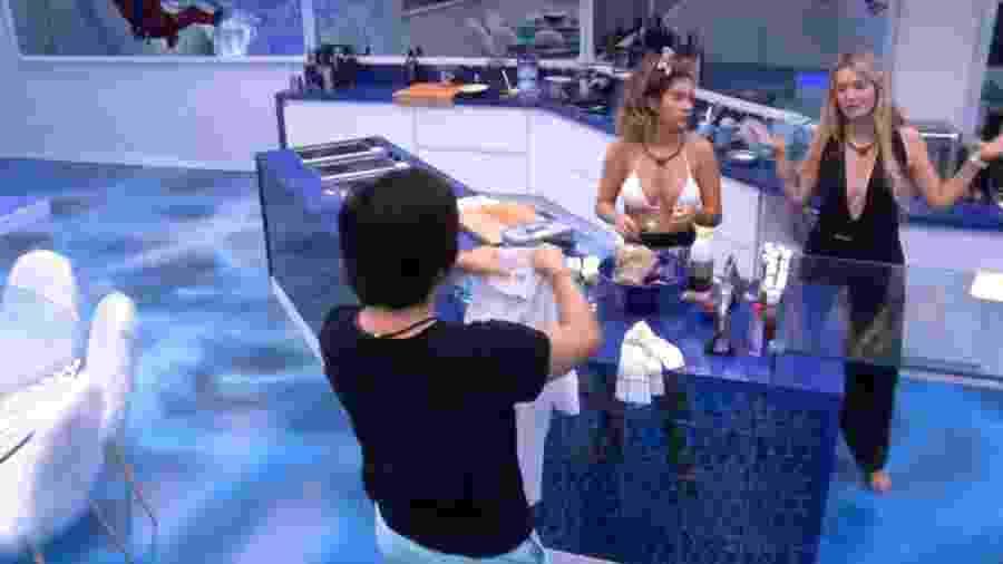 BBB 20 - Brothers conversam na cozinha vip - Reprodução/Globoplay