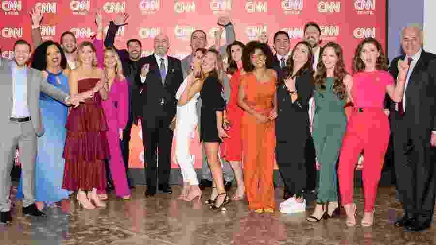 Parte da equipe de apresentadores da CNN Brasil e o diretor Douglas Tavolaro (ao centro) na festa de lançamento do canal - Divulgação