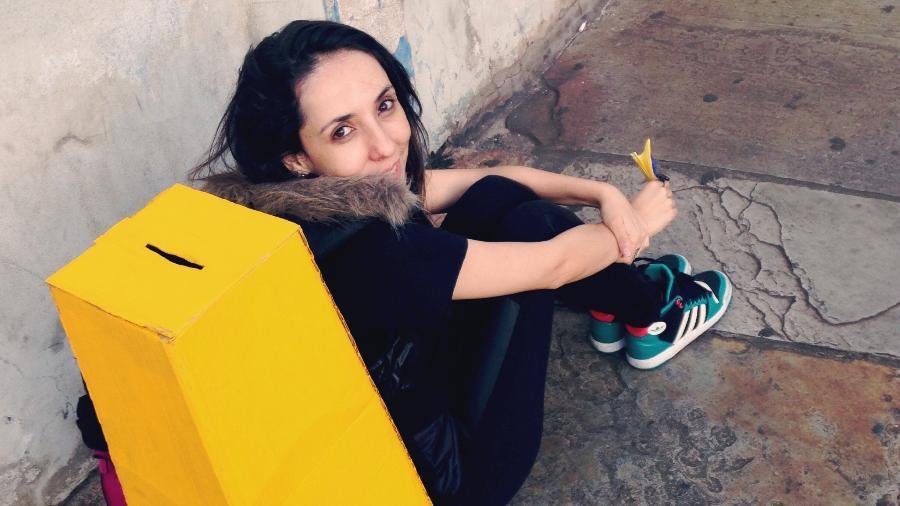 """Com a pergunta """"se você pudesse fazer qualquer coisa, o que faria agora?"""", Sabrina Abreu viajou o mundo e conheceu desejos variados de quem passava em frente à sua urna amarela - Arquivo pessoal"""