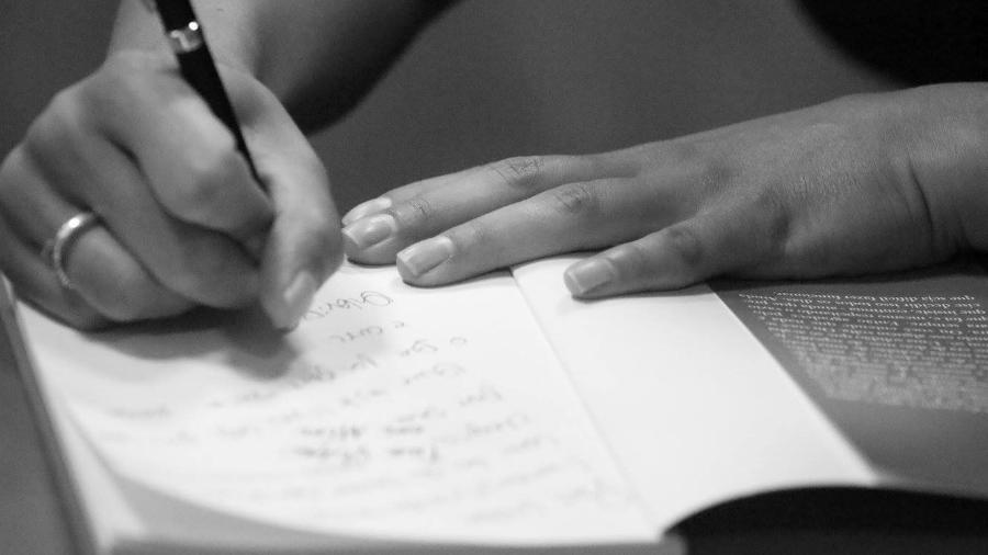 Escrevi para a morte não ter a última palavra - Fridas comunica e fotografa