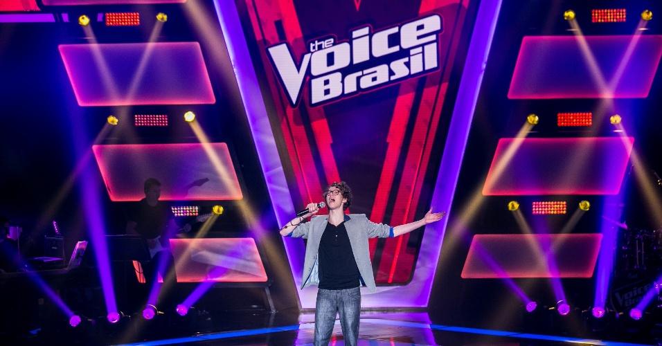 9.out.2015 - O cantor Ayrton Montarroyos na segunda noite de audições do The Voice Brasil