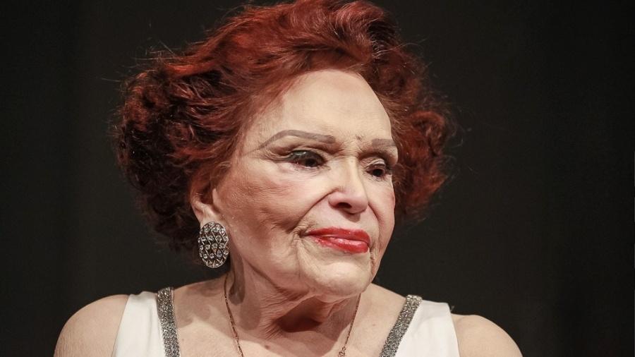 """2.abr.2016 - Bibi Ferreira durante restreia do espetáculo """"Bibi Ferreira Canta Repertório Sinatra"""", no Teatro Renaissance, em São Paulo. - Raphael Castello/AgNews"""