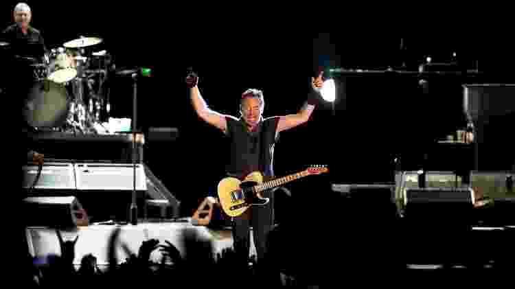 19.mai.2016 - Bruce Springsteen se apresenta com a The E Street Band no primeiro dia de Rock in Rio Lisboa, no Parque Bela Vista, em Lisboa, Portugal - Patricia de Melo Moreira/AFP - Patricia de Melo Moreira/AFP