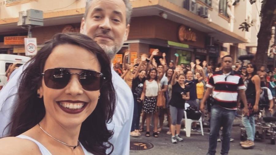 Débora Falabella e Dan Stulbach cercador por fãs - Reprodução/Instagram